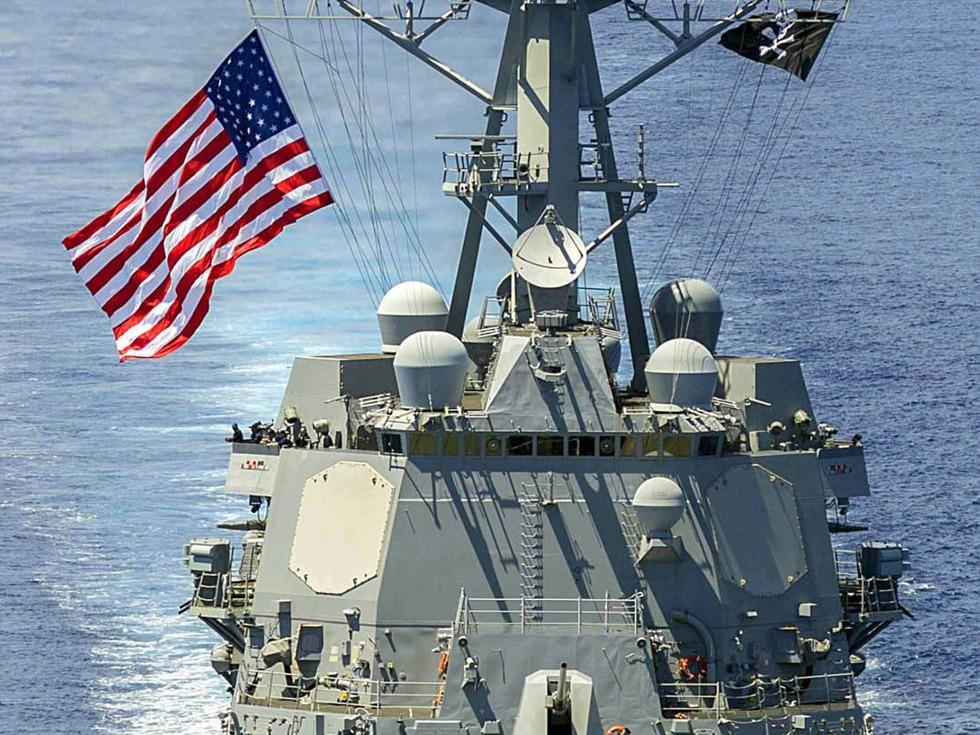 美国军舰进入南海中国人工