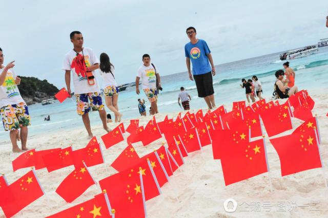 国游客 占领 泰国海滩 插上大量中国国旗