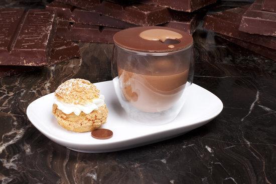 其他参加活动的店铺大多都是传统风格的热巧克力 ...